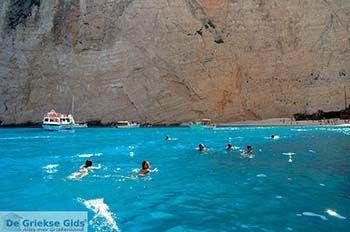 Scheepswrak Zakynthos | Shipwreck Zakynthos | De Griekse Gids | nr 40 - Foto van https://www.grieksegids.nl/fotos/eilandzakynthos/zakynthos/350px/fotos-zakynthos-212.jpg