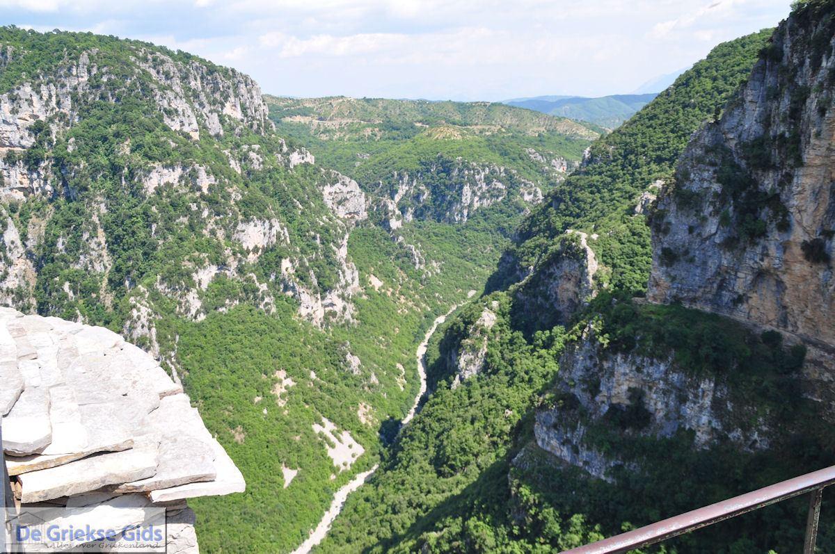 foto Vikos kloof gezien vanaf Agia Paraskevi klooster foto 1 - Zagori Epirus