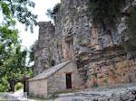 Ingang Agia Paraskevi klooster  bij  Monodendri - Zagori Epirus - Foto van De Griekse Gids