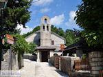 Monodendri kerk nabij centrale plein foto 2 - Zagori Epirus - Foto van De Griekse Gids