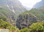 Vikos kloof vanaf haarspeldbochten Papingo - Zagori Epirus - Foto van De Griekse Gids