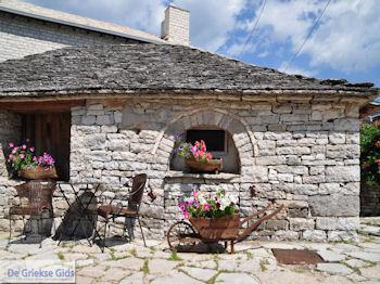Stenen huisje Monodendri - Zagori Epirus - Foto van https://www.grieksegids.nl/fotos/griekse-gidsnl/350pixels/zagoria-epirus-034.jpg