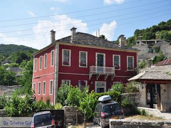 Zicht op hotel Porfyronin Ano Pedina - Zagori Epirus - Foto van De Griekse Gids