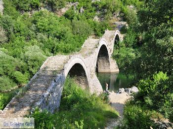 De bekende brug met 3 bogen Kipi foto 5 - Zagori Epirus - Foto von GriechenlandWeb.de
