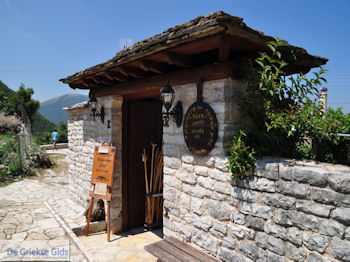 Winkeltje in Vikos dorp - Zagori Epirus - Foto van https://www.grieksegids.nl/fotos/griekse-gidsnl/350pixels/zagoria-epirus-195.jpg