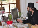 Vader Ioakeim, werkzaam in het koeriers kantoor in Karyes (Athos) foto 2 | Athos gebied Chalkidiki | Griekenland - Foto van De Griekse Gids