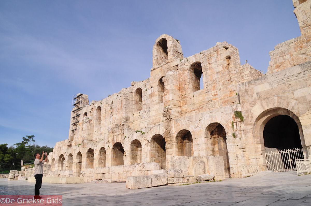 foto De voorkant van het Herodes Atticus Odeion