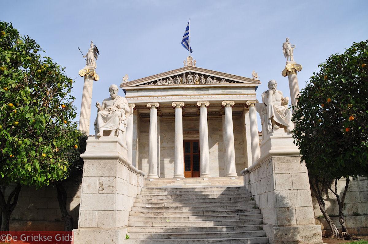 foto Academie Athene: Links Platon en rechts Socrates