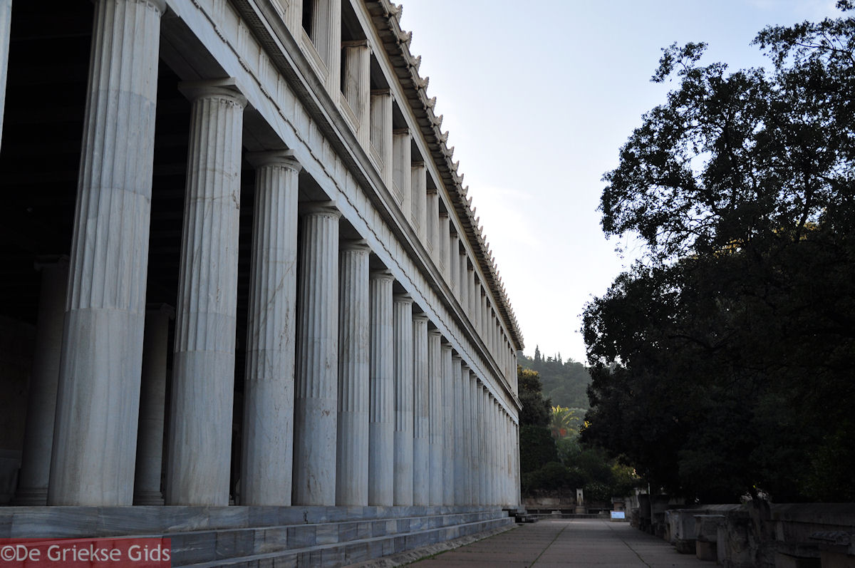 foto De Stoa van Attalos oorspronkelijk gebouwd door Herodes Atticus