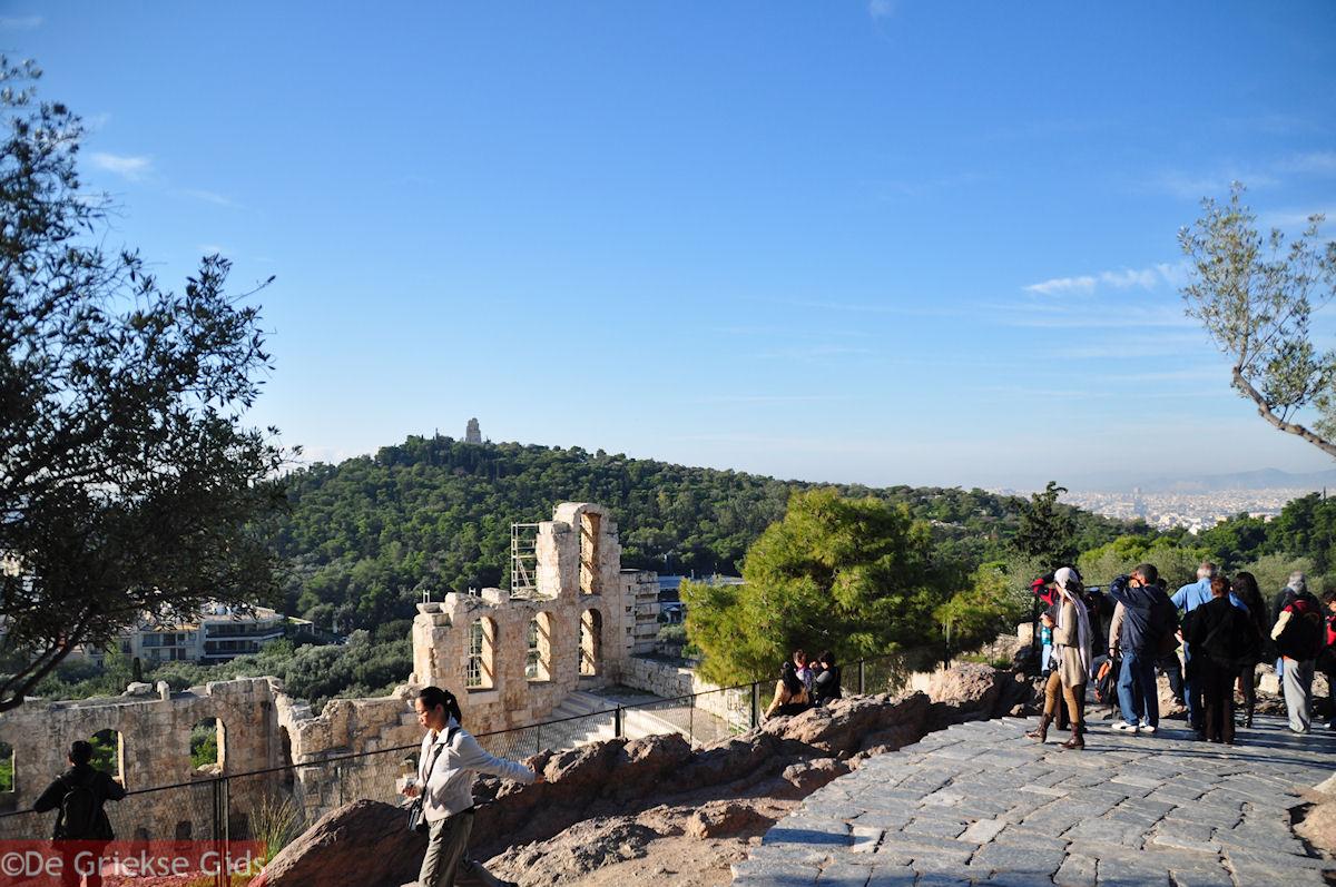 foto Het Theater van Herodes Atticus - Aan de overkant de Philopapou-heuvel