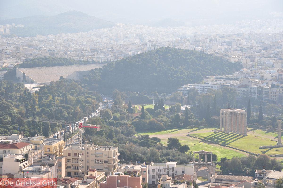 foto De tempel van Zeus Olympius en het Panathinaikon stadion