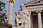 Beeld van Platon (2m 40 cm): Academie Athene - Foto van De Griekse Gids