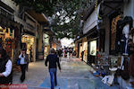 GriechenlandWeb.de De Kapnikarea straat in de wijk Monastiraki - Athene - Foto GriechenlandWeb.de