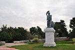 JustGreece.com Beeld van Theseus aan het Theseion - Athene - Foto van De Griekse Gids