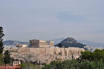 De Akropolis met daarachter Likavitos