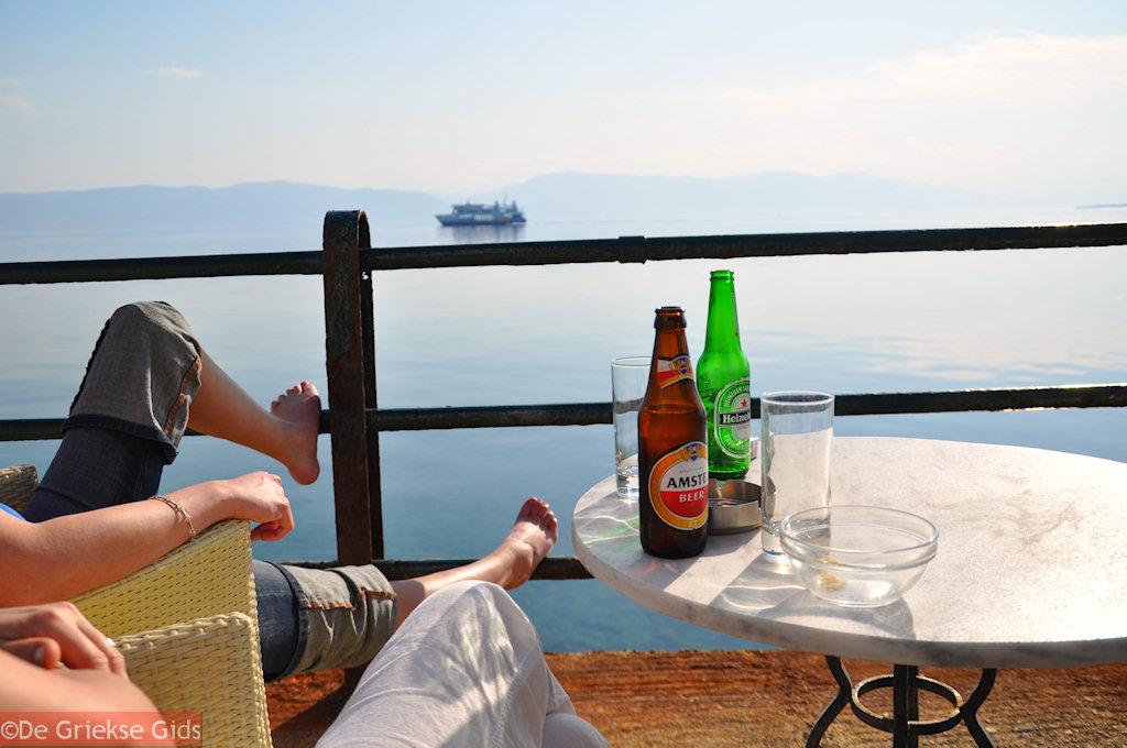 foto Een Amstel en een Heineken op terras in Aedipsos (Edipsos)