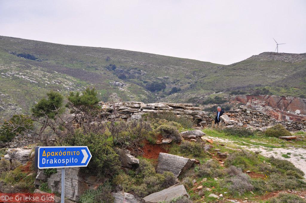 foto Drakospita - Drakenhuizen Zuid Evia. Nabij Marmari Evia en Karystos.