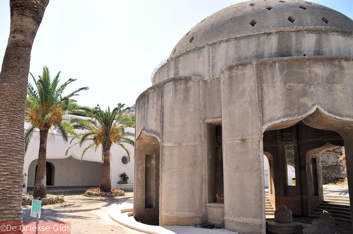 foto De stoa van de waterbronnen van Kalithea Rhodos