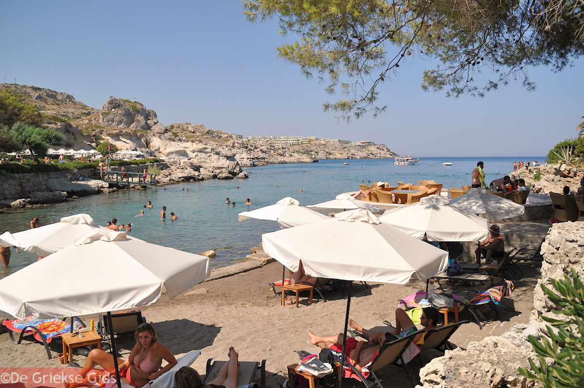 foto relaxen aan strand van Kalithea Rhodos