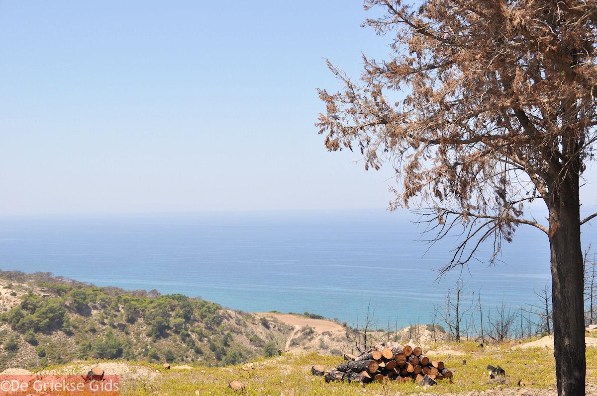 foto De zee vanaf een heuvel bij Kamiros (Rhodos)