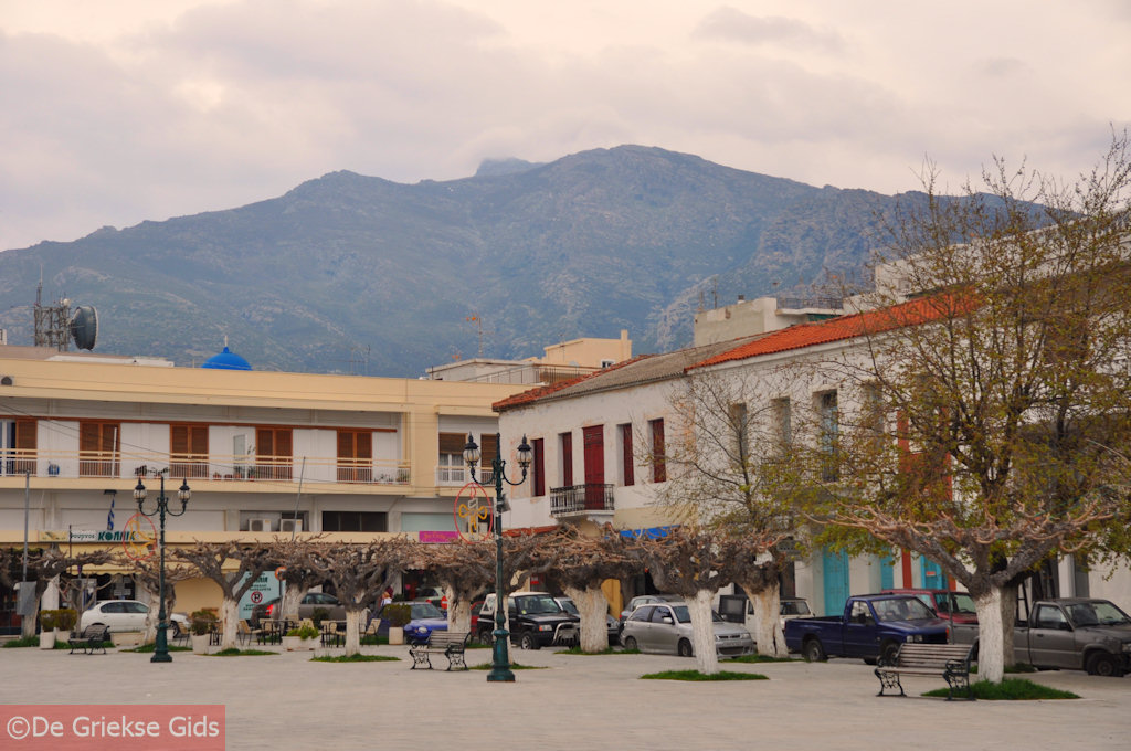 foto De centrale plateia van Karystos | Evia Griekenland | De Griekse Gids