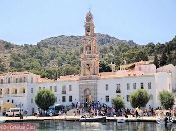 Michail Panormitis klooster vanaf de haven van Symi - Foto von GriechenlandWeb.de