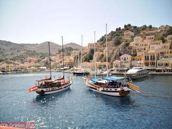 Zeilbootjes in de haven van Symi - Insel Symi - Foto von GriechenlandWeb.de