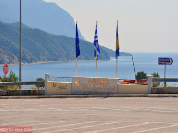 Aankomst in gemeente Elimnion bij Limni Evia - Foto van https://www.grieksegids.nl/fotos/grieksegidsinfo-fotos/albums/userpics/10001/normal_limni-gemeente-elimnion.jpg