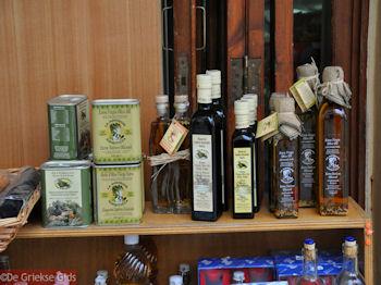 Verkoop Kretenzische producten - Foto van https://www.grieksegids.nl/fotos/grieksegidsinfo-fotos/albums/userpics/10001/normal_olijfolie-kreta.jpg