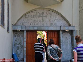 De ingang van het Osios David klooster bij Rovies | Evia Griekenland | De Griekse Gids - Foto van https://www.grieksegids.nl/fotos/grieksegidsinfo-fotos/albums/userpics/10001/normal_osios-david-klooster-noord-evia-6.jpg