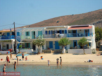 Pserimos, huisjes aan het strand - Foto van https://www.grieksegids.nl/fotos/grieksegidsinfo-fotos/albums/userpics/10001/normal_pserimos-aan-het-strand.jpg