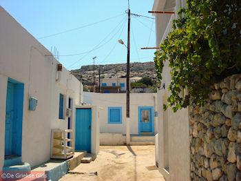 Blauwe deuren en ramen op Pserimos - Foto van https://www.grieksegids.nl/fotos/grieksegidsinfo-fotos/albums/userpics/10001/normal_pserimos-steegje.jpg