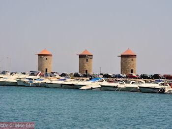 De drie molens van de Mandraki-haven - Rhodos stad - Foto van De Griekse Gids