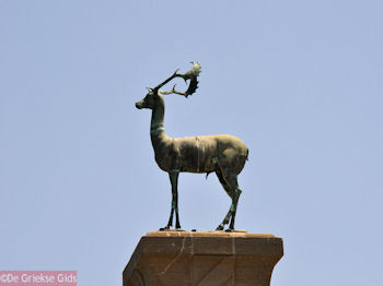 Bronzen hert - Rhodos stad - Foto van De Griekse Gids