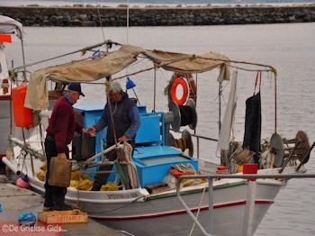 De vissers van Karystos | Evia Griekenland | De Griekse Gids - Foto van https://www.grieksegids.nl/fotos/grieksegidsinfo-fotos/albums/userpics/10001/normal_vissers-karystos-evia.jpg