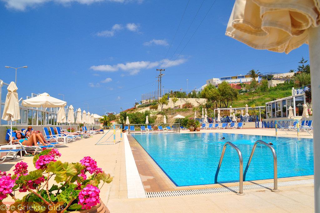 Vergroten / Inzoomen Het zwembad van Rethymno Mare Royal