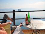 Een Amstel en een Heineken op terras in Aedipsos (Edipsos) - Foto van De Griekse Gids