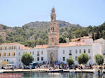 GriechenlandWeb.de Michail Panormitis klooster vanaf de haven van Symi - Foto GriechenlandWeb.de
