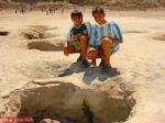 De gaten in de bodem van de krater van Nisyros - Foto van De Griekse Gids