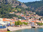 Het kiezelstrand van het vissersdorp Limni Evia - Foto van De Griekse Gids