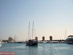Zeilboort vaart in Mandraki haven Rhodos - Foto van De Griekse Gids