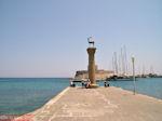 Ingang Mandraki haven - Rhodos stad - Foto van De Griekse Gids