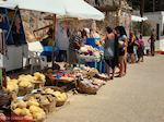 Souveniers en sponzen verkopen aan haven Pserimos - Foto van De Griekse Gids