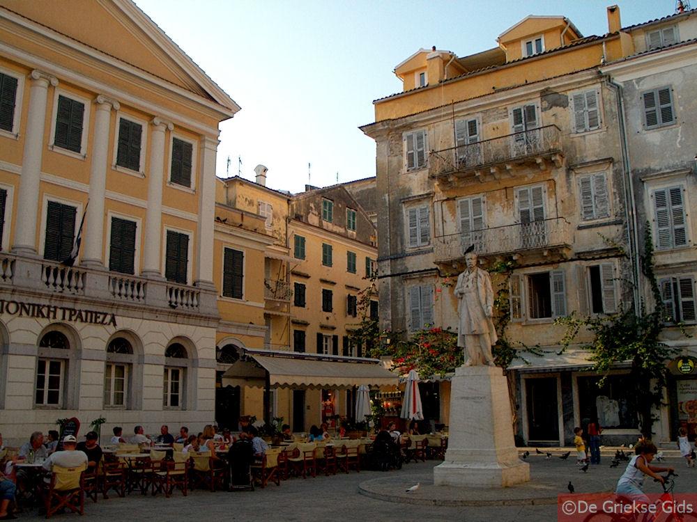 foto Pleintje in hart Corfu stad