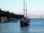 Bootje nadert Nisaki Corfu - Foto van De Griekse Gids