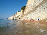 Het strand van Peroulades (Logkas)