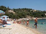 Het kiezelstrand van Kalami - Corfu - Foto van De Griekse Gids