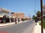 De hoofdweg in Amoudara - Foto van De Griekse Gids
