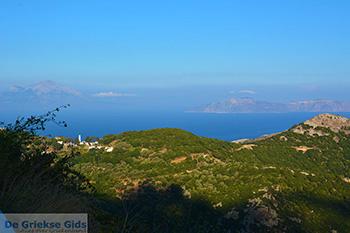 Bergen oost Ikaria | Links Samos en rechts Fourni - Foto van De Griekse Gids