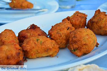 Drakos Fish Taverna Mylopotas Ios - Eiland Ios - Cycladen foto 381 - Foto van https://www.grieksegids.nl/fotos/ios/normaal/eiland-ios-381.jpg